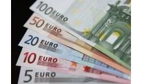 Downward risk dominates in EUR-USD