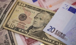 Euro weakens on US economic report