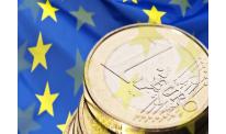 Euro to US dollar reaches 2014-peak